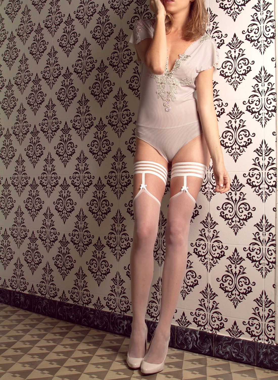 Cecilia de Rafael Elisa Bas wedding hold ups