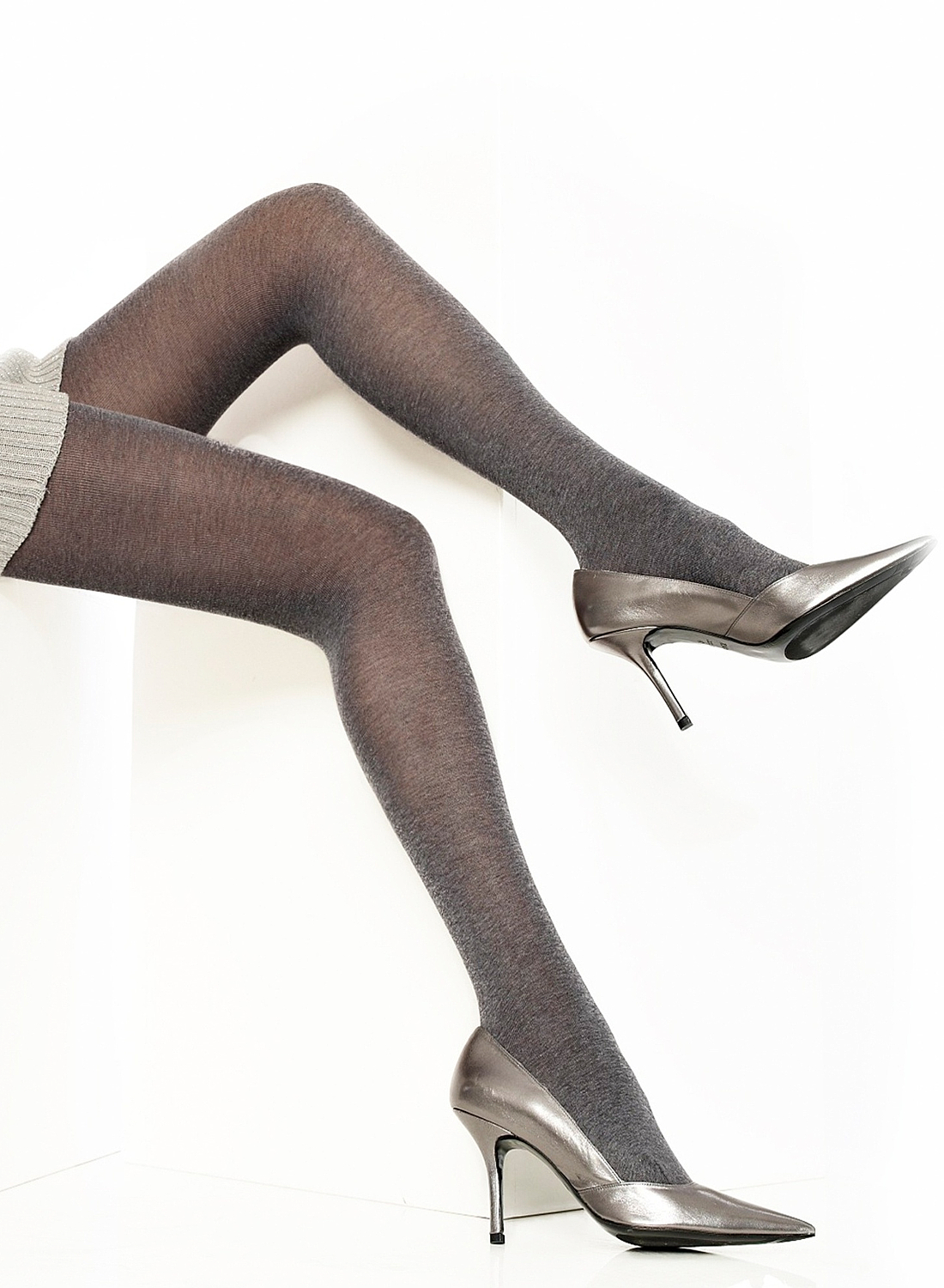 Cecilia de Rafael Bilbao patterned opaque tights